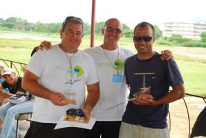 Después de recibir diplomas y trofeo Octavio (derecha) Alberto Franca (centro) y Yuraldi (izquierda) en la Competencia Zonal Occidental Pinar del Río 2012
