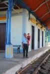 F. Mauri y su nieto en la estación de Bejucal