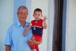 Felipe Mauri con su nieto