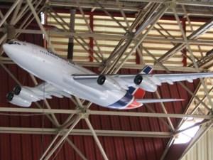IL 96-300 en exhibición en Expocuba