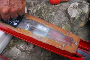 Primer dia de navegación del submarino RC Al retirar la cubierta apreciamos agua condensada en la tapa del compartimiento estanco