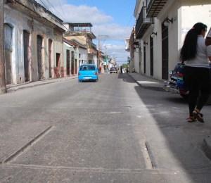 Rieles del tranvia de Guanabacoa en la calle Maximo Gómez