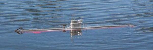 U-Boat navegando en la superficie