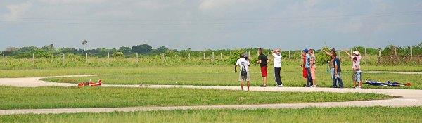Exhibición de aeromodelismo playa el Salado. Accidente del bipla