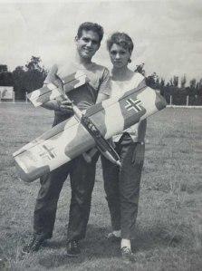 """Miguel Oliva, su esposa y su """"Stuka"""" acrobático"""