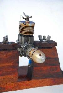 """Uno de los motores Ritmo (ruso) usado en carreras por equipos en el modelo """"Gorrión"""""""