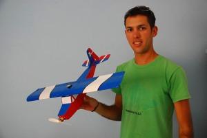 Meykel también ha diseñado sus propios aviones