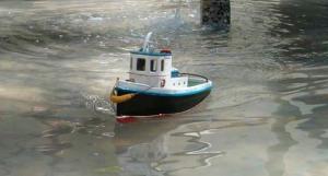 HPIM4519 remolcador navegando