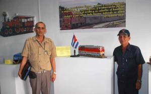Luis Alberto Aguilar -a la izquierda- y Omar Calderin autor de la muestra -a la derecha-.