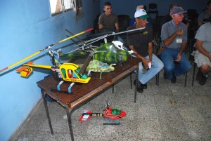 Los integrantes del grupo de autogiros llevaron algunos ejemplos de sus modelos