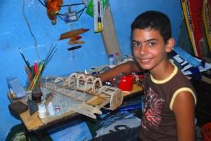 Miguel Antonio con otro modelo en construcción