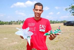 Modelos hechos con latas de cerveza por Cleivis