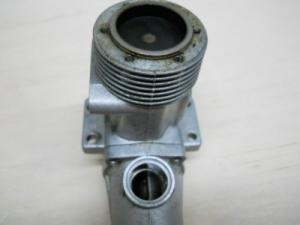 Un OS 46 con el crankcase normal y girado a la izquierda