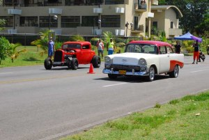 Competencia de autos y motos