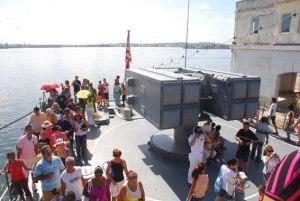 Numeroso publico visitó los barcos japoneses