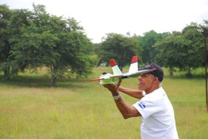 Modelismo naval y aeromodelismo en la presa del Zoo Nacional
