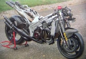 Motocicleta para realización deportiva con motor de dos tiempos a resonancia
