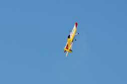 Actividad de aeromodelismo en el Parque Lenin en saludo al 4 de