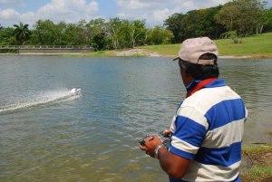 Domingo de navegación en la presa del Zoo Nacional