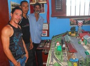 De izquierda de derecha Ray, Alexis y Miguelito