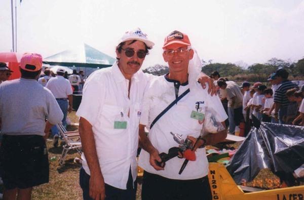Jorge Camacho junto a Perdomo  1999 en  Costa Rica