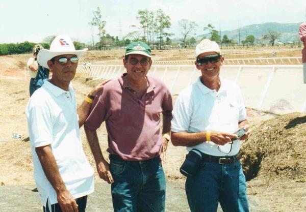 En el campo de vuelo en Costa Rica, 2001