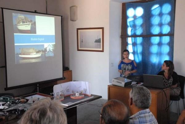 Glenys durante la presentación de su modelo de barco de pesca en el encuentro de modelismo celebrado el 14 de mayo en el museo Castillo de la Real Fuerza