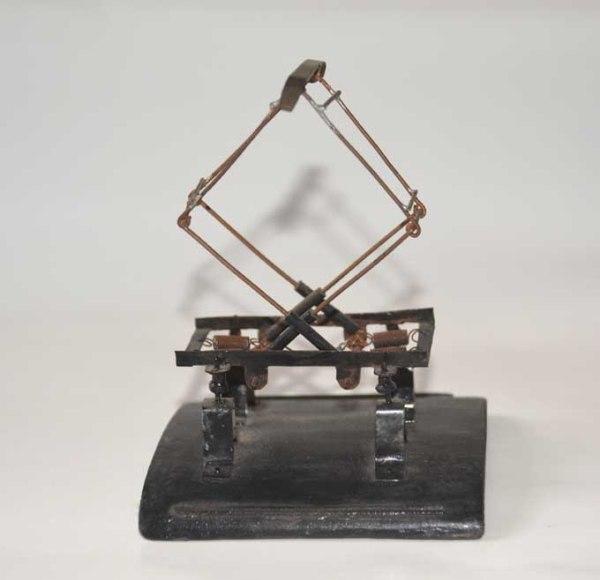 Pantógrafo realizado por Leandro Bueno me ha servido de referencia para construir el primero que hago