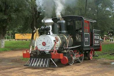 Loco No.1112 la más antigua loco de vapor en servicio en Cuba, fabricada por Baldwin en 1878 recien pintada para el vento Ecovapor en 1999.